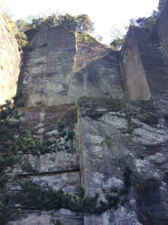 鋸山 房州石 石切り場跡 岩舞台